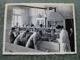 HUY - ECOLE D'AGRICULTURE - Laboratoire De Chimie - Hoei