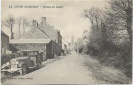 56 - LE COURS (Morbihan) - Route De Larré. Animée, CPA Ayant Circulé En 1941. - Otros Municipios