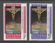 """PAIRE NEUVE DU GUYANA - """"CHRIST DE SAINT JEAN DE LA CROIX"""", SALVADOR DALI (PAQUES 1968) N° Y&T 297/298 - Christianity"""