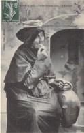 TRADITIONS ( Bretagne ) MORLAIX ( 29 ) Vieille Porteuse D'Eau à La Fontaine - CPA - Finsitère - People