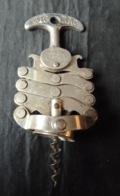 """Tire-Bouchon Ancien  """"ZIG-ZAG""""  Années 50   - En Anglais = Corkscrew  ( Le Meilleur Tire Bouchon Sans Forcer ) - Bottle Openers"""