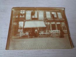 Photo ( 44 )  Foto  12 X 9 Cm  :  Onbekend  Te Identifieren  à Identifier  Inconnu - Café Bismarck H.Cluytens - Decuyper - Plaatsen