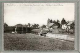CPSM Dentelée - VALDIEU (68) - Aspect Du Quartier Du Pont Et De L'Ecluse Sur Le Canal Du Rhône Au Rhin En 1950 - Cluses