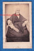 Photo Ancienne CDV Vers 1865 - à Situer - Femme Avec Coiffe Traditionnelle - Folklore Vendée ? Charente ? Patrimoine - Photos