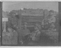 POILUS DU 16° REGIMENT D' INFANTERIE DE CLERMONT-FERRAND 6 EN CAMPAGNE - EN TRANCHEE - PHOTOGRAPHIE WW1 - (9 X 11,5 Cm). - Guerra, Militares