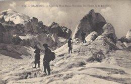 74 LES BOSSONS RANDONNEURS A LA JONCTION AU GLACIER DES BOSSONS VALLEE DE CHAMONIX MONT BLANC Editeur GARDET 817 - Chamonix-Mont-Blanc