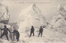 74 LES BOSSONS RANDONNEURS A LA JONCTION AU GLACIER DES BOSSONS VALLEE DE CHAMONIX MONT BLANC Editeur GARDET 851 - Chamonix-Mont-Blanc