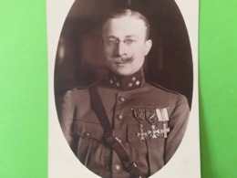 PORTRAIT MILITAIRE BELGIQUE MÉDAILLE PERSONNES IDENTIFIÉES MILITARIA SOLDAT CARTE - PHOTO PÉRIODE GUERRE 1914 - 1918 - Personnages