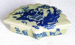 Boite Ancienne En Evantail En Porcelaine Chinoise Dessin Erotique A L Interieur - Art Asiatique