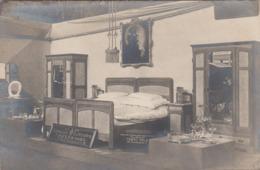 K.u.K. BETTWAREN LIEFERANTEN - Ausstellungszimmer, Fotokarte 1906 - Werbepostkarten