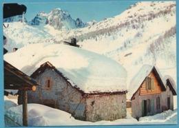 Village Montagnard Sous La Neige - LE TOUR - Au Fond : L'Aiguille De Mesure - Autres Communes