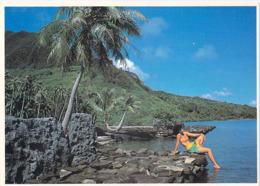 Polynésie Française-Les Marae De Huahine Servaient De Lieu De Réunion   (Vahiné  Nue NU )(photo C.CAO / TIKI  Tahiti )@ - Polynésie Française