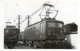 241019 - PHOTO MALTERRE Chemin De Fer Gare Train - Années 1950 - 33 BORDEAUX Le Dépôt Loco BB-8001 SNCF BB-4134 - Bordeaux