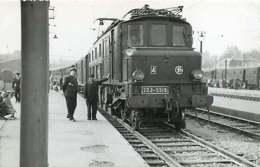 241019 - PHOTO D BREHERET Chemin De Fer Gare Train - Années 1950 - 75 PARIS Gare D' AUSTERLITZ Loco SNCF 2D2-5519 Chef - Stations, Underground