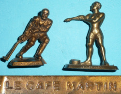 Vintage Lot 2 Figurines Publicitaires Cafés Le Café Martin Sport JO Hockey Hygiène N° 11 & 16  MOKAREX MOKALUX Moka Café - Starlux