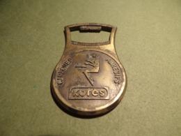 Bistrot. Décapsuleur Publicitaire Vintage En Métal KORES (Carbones /Adhésifs) - Bottle Openers