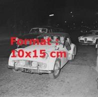 Reproduction D'une Photographie Ancienne De Johnny Hallyday Au Volant D'une Automobile Triumph - Repro's