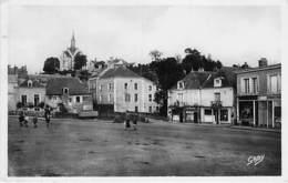 49 - SEGRE : Place Aristide Briand Et Chapelle St Joseph - CPSM Photo Noir Blanc Format CPA - Maine Et Loire - Segre