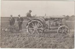 CPA   TRACTEUR BEAU PLAN CARTE PHOTO - Tracteurs