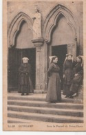 Guingamp Sous Le Portail De Notre Dame - Guingamp