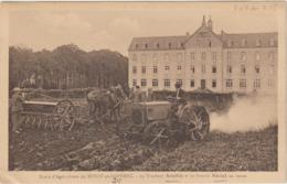 CPA    29  NIVOT EN LOPEREC ECOLE D AGRICULTURE  LE TRACTEUR AUSTIN ET LE SEMOIR NODET AU TRAVAIL  RARE - France