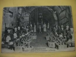 51 7912 CPA 1918 - LA CHAMPAGNE. EPERNAY. TRAVAIL DU VIN DE CHAMPAGNE. LE TAPOTAGE - ANIMATION - Epernay