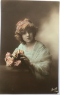 (1448) Mooie Dame In Een Licht Blauw Kleed - Rood Blauwe Haarband  - 1914 - Women