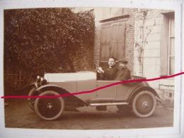 L'abbé Pély Et Son Frère Dans Leur Automobile 1923 - Automobiles