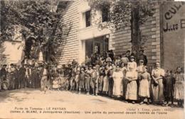 JONCQUIERES - Usines J. Blanc - Le Paysan - Une Partie Du Personnel Devant L' Entrée De L' Usine (117580) - Autres Communes