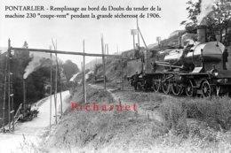 PONTARLIER - Remplissage Du Tender De La Machine 230 Coupe-vent Au Bord Du Doubs Pendant La Grande Sécheresse De1906. - Pontarlier