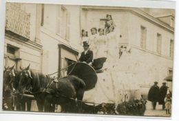 49 FONTEVRAUD CARTE PHOTO Cavalcade 1910 Le Char Des Reines Rue Ville Photographe COLLET Saumur       D18  2019 - France