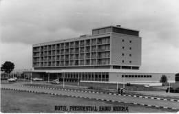 ** Carte Photo ** AFRIQUE NOIRE - NIGERIA - ENUGU : Hotel PRESIDENTIAL - Format CPA Noir Blanc - Black Africa - Nigeria