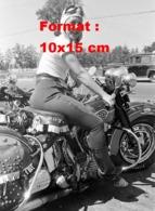 Reproduction D'une Photographie Ancienne D'une Femme Sur Une Moto De Marque DOT - Reproductions