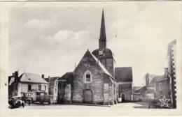 MOISDON LA RIVIERE - L'Eglise - Autocar - Voiture - Moisdon La Riviere