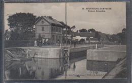 Carte Postale 59. Bourbourg Campagne  La Maison éclusière Très Beau Plan - France