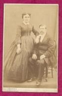 PHOTO CDV Circa 1860 Second Empire De LEGROS, Palais Royal à PARIS (75). COUPLE De La Bourgoisie, MODE TOILETTE - Fotos