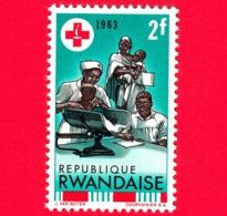 Nuovo - MNH - RWANDA - 1963 - Centenario Della Croce Rossa - Assistenza Sanitaria - 2 - 1962-69: Nuovi