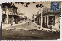C. P. A. : 33 ARES : Route Du Cap Ferret, Animé, Timbre En 1955 - Arès