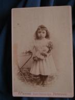 Photo Format Cabinet  Menozzi à Perpignan  Jolie Fillette Blonde Avec Grande Poupée Dans Les Bras CA 1890 - L471 - Antiche (ante 1900)