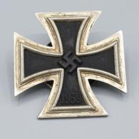 Eisernes Kreuz 1. Klasse 1939, Hst. L/12 Für Die Firma C.E. Juncker, Berlin Magnetisch An Schraubscheibe.. - 1939-45
