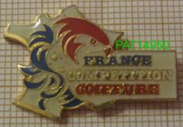 FRANCE COIFFURE COMPETITION  CARTE De FRANCE COQ VISAGE De FEMME - Pin's & Anstecknadeln