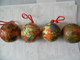 Lot 4 Boules De Noel Ancienne En Verre églomisé - Voir Photo - Etat Moyen - Décoration De Noël