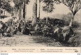 GUERRE 1914- 1918 WW1  En Route Pour Le Front- Soldaéts Français Au Repos ... - Guerra 1914-18