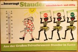 WERBESCHILD Brauerei Stauder BIER Essen: Neger Tragen Stauder-Bier Mit Thermometer 295 X 195 Mm Um 1950? Beer Biere - Plaques En Carton