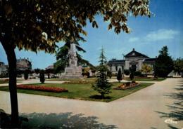 Cognac La Sous Prefecture Et Le Square Martell  CPM Ou CPSM - Cognac