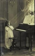 Cp Mädchen Am Piano, NPG 3512 - Postcards