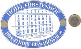 ETIQUETA DE HOTEL  - HOTEL FÜRSTENHOF  -DÜSSELDORF  -ALEMANIA (CON CHARNELA) - Etiquetas De Hotel