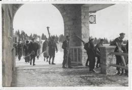 D73 - LE MONT REVARD  - PHOTO-L'ARRIVEE D'UN TRAIN DE SKIEURS-COLLECTION DES HÔTELS P-L-M- Nombreux Skieurs - Autres Communes