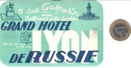 ETIQUETA DE HOTEL  GRAND HOTEL DE RUSSIE  -ENTRE BELLECOUR ET LES JACOBINS -FRANCIA  (CON CHANELA) - Etiquetas De Hotel