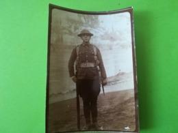 SOLDAT UNIFORME  DE LA GUERRE 1914 - 1918  POSANT POUR L ARMISTICE PHOTO ORIGINALE BELGIQUE MILITARIA MILITAIRE - 1914-18